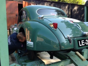 Jaguar XK140 rear axle removal