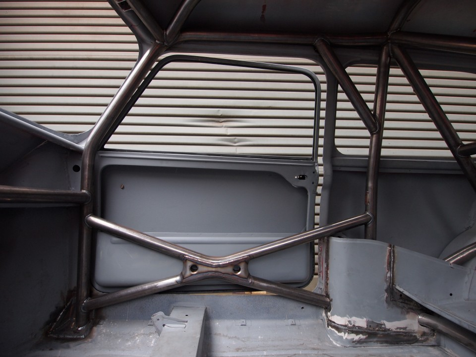 Custom Cages Dealer roll cage South East