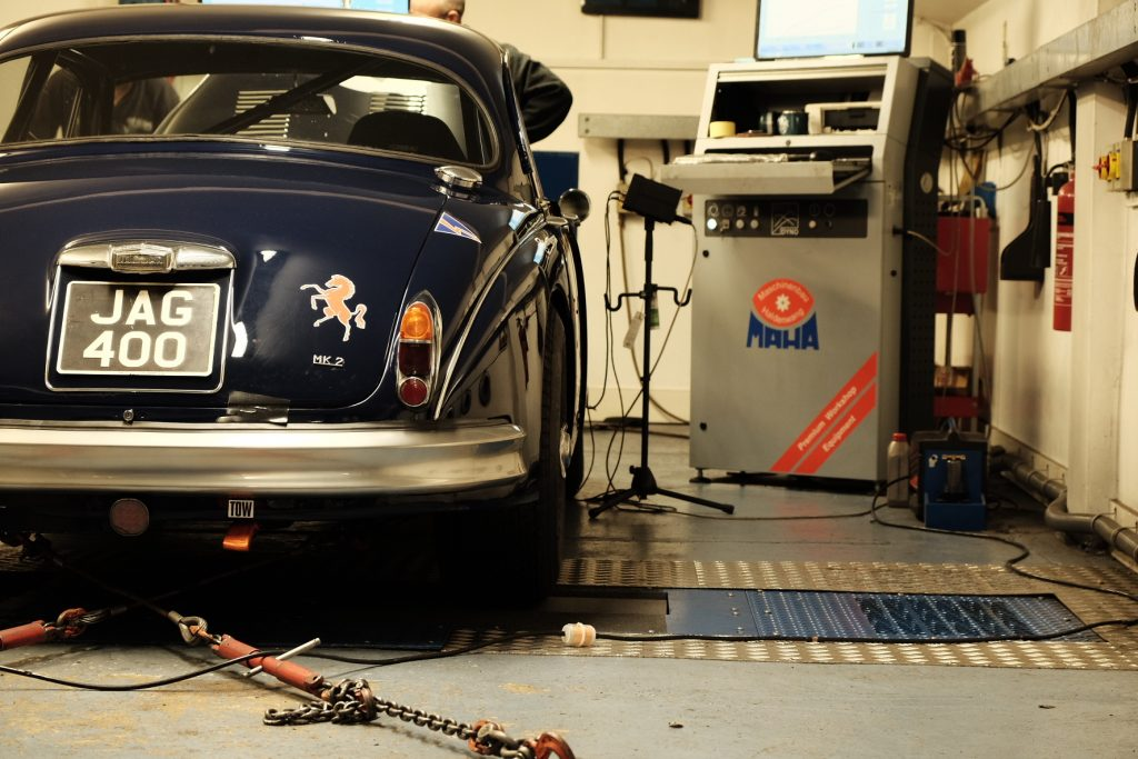 Grant Williams Jaguar Mk2 JAG 400 rolling road tuning