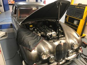 Classic car tuning Jaguar Mk2 rolling road