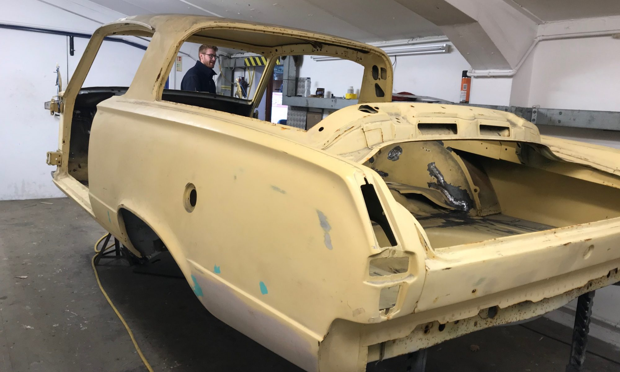 Plymouth Barracuda bodyshell race preparation